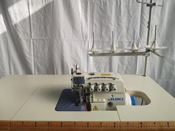 JUKI MO6814S Overlock 2 Nadel / 4 Faden Industrie Nähmaschine